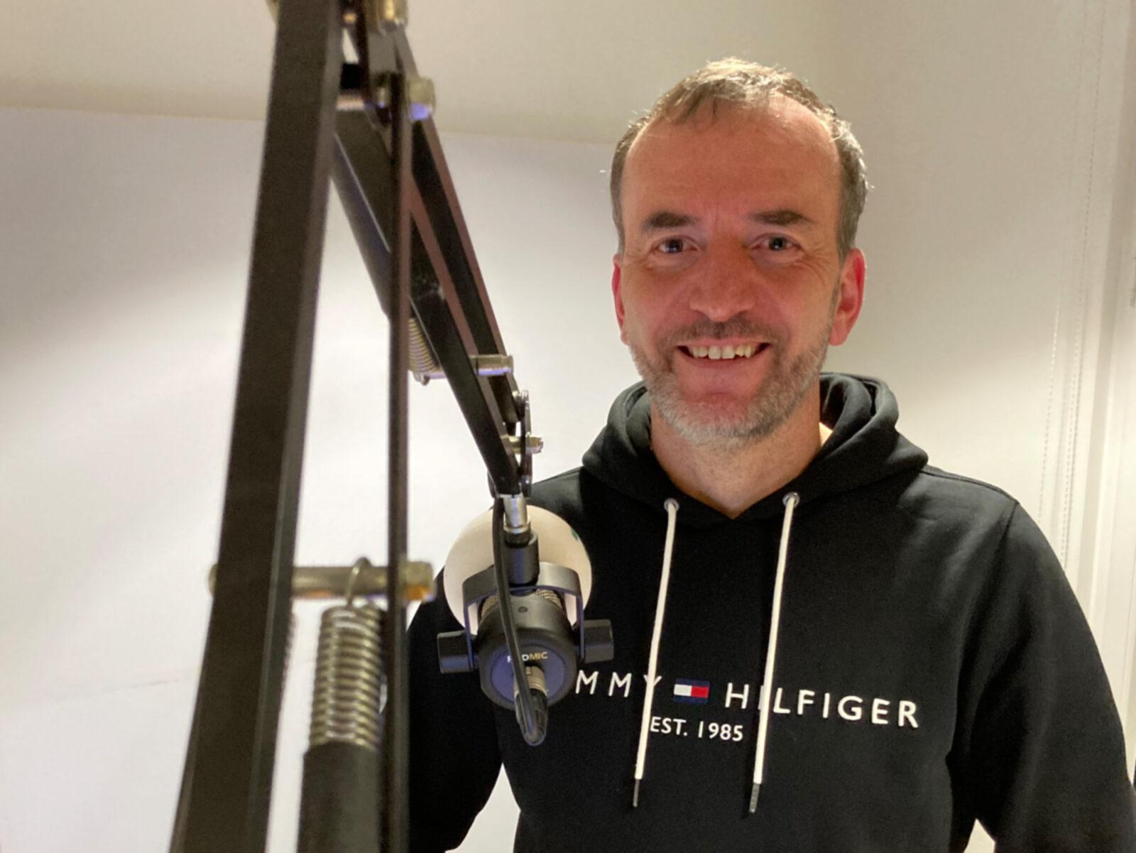Alexander Frick im Studio von Antenne-1